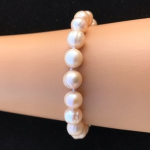 Jewelry - Real pinkish fresh water pearl bracelet